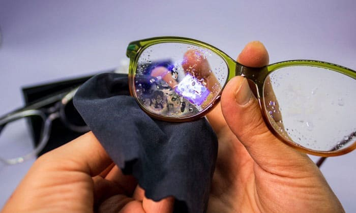 remove-green-oxidation-from-glasses-frames
